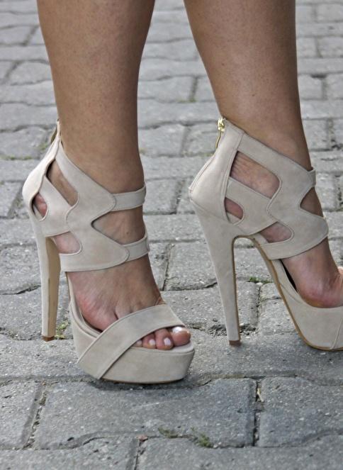 İnce Topuk Topuklu Ayakkabı Bej